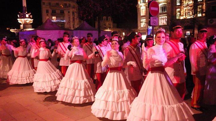 Spéctacle de danses de société dans les rues de Valence pour les Féeries d'hiver